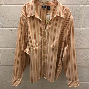 Striped stretchy plus size zip up blouse. 30/32W